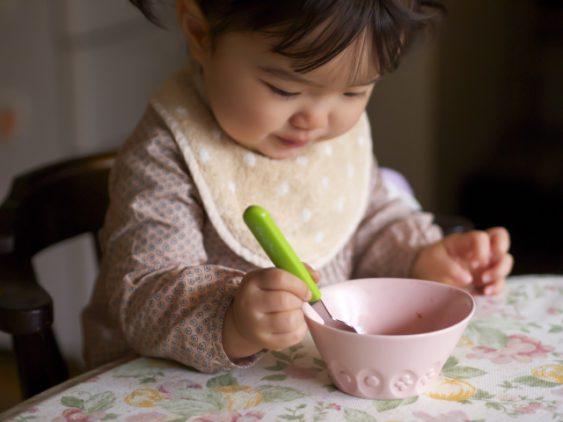 """""""保育実習"""" 食事 中に困った行動をする子への対応の仕方"""""""