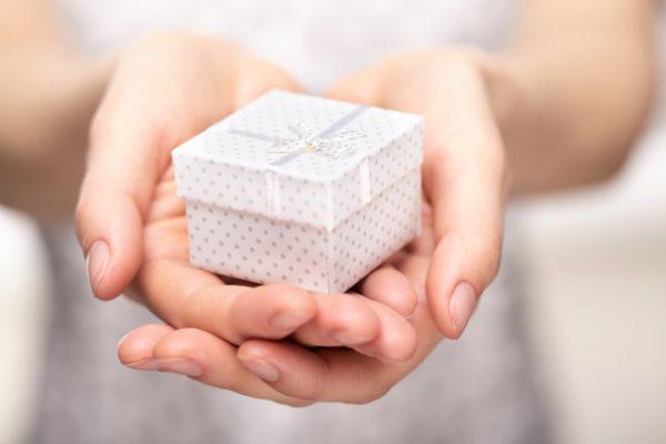 保育実習で子どもたちにプレゼントはOK?注意するポイントは?